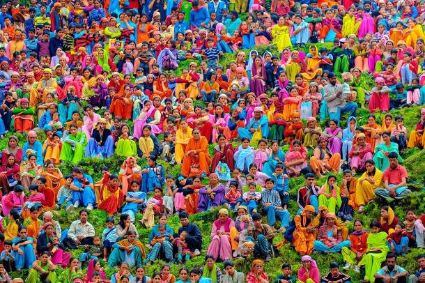 Une foule indienne colorée au cours d'une foire